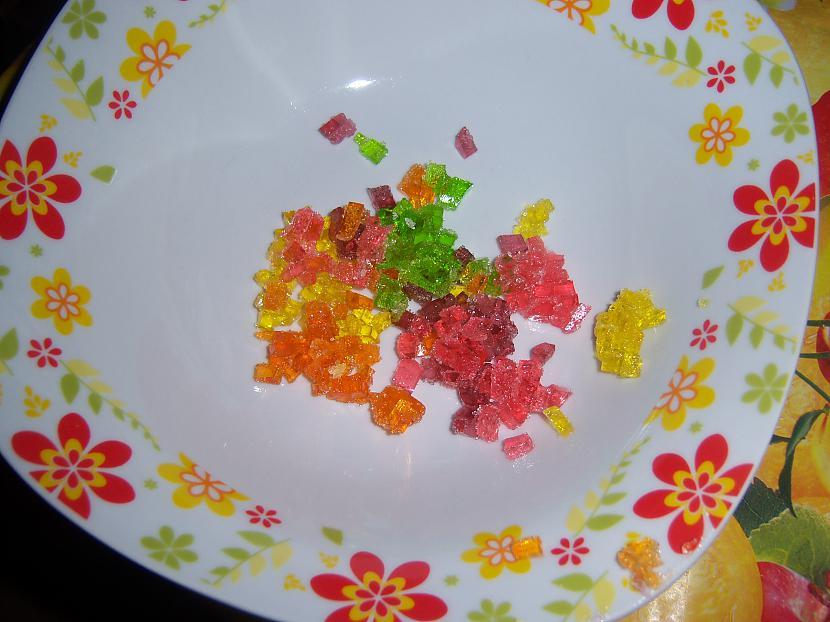 Sagrieztās 4 dažādās krāsās... Autors: suns von kaķis kā es gatavoju cepumu torti