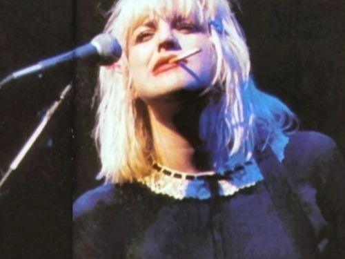 Grupa Hole tika dibināta 1989... Autors: almazza Courtney Love