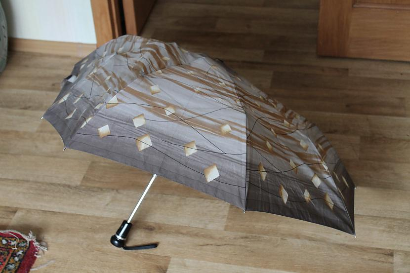 kad ar lietussargu notiek sitā... Autors: niikie Nedaudz kaitina ... 2.