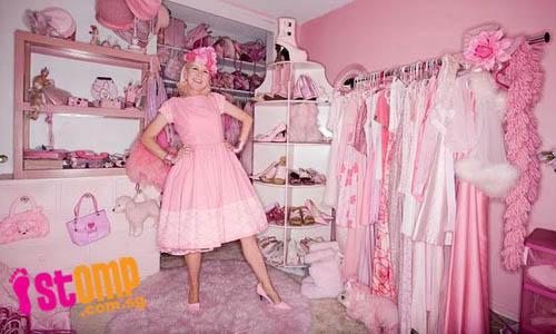 Sievietekuru dēvē par kaķeni... Autors: kakjiite412 3  dažāda vecuma meitenes, kas mīl tikai rozā krāsu.3