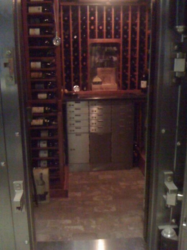 Autors: ORGAZMO Dārgo vīnu glabātuve..
