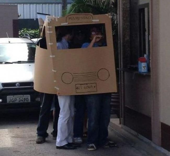 Autors: Fosilija Viņi iepērkās McDonalds. [auto].