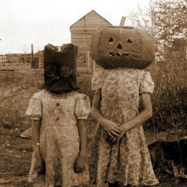 Autors: ZiggaZagga Halloween tērpi XX gadsimta vidū