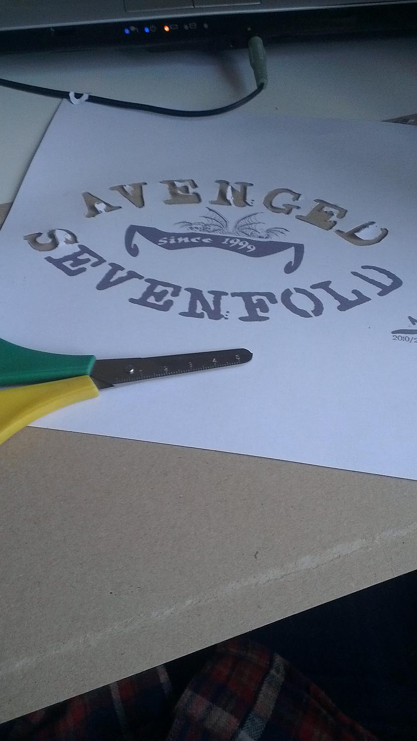 Skeres  papira nazis un bilde ... Autors: Alinachu Most metal gift ever