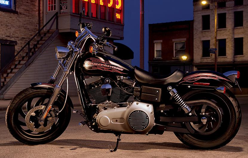 Dyna Street Bob Autors: Fosilija Harley - Davidson, 2009