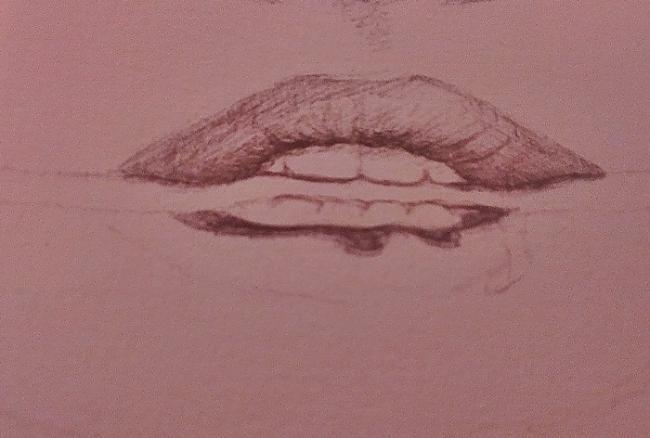Sāku ķerties pie lūpām Lūpas... Autors: Siluets Mēģinot zīmēt ar pildspalvu.