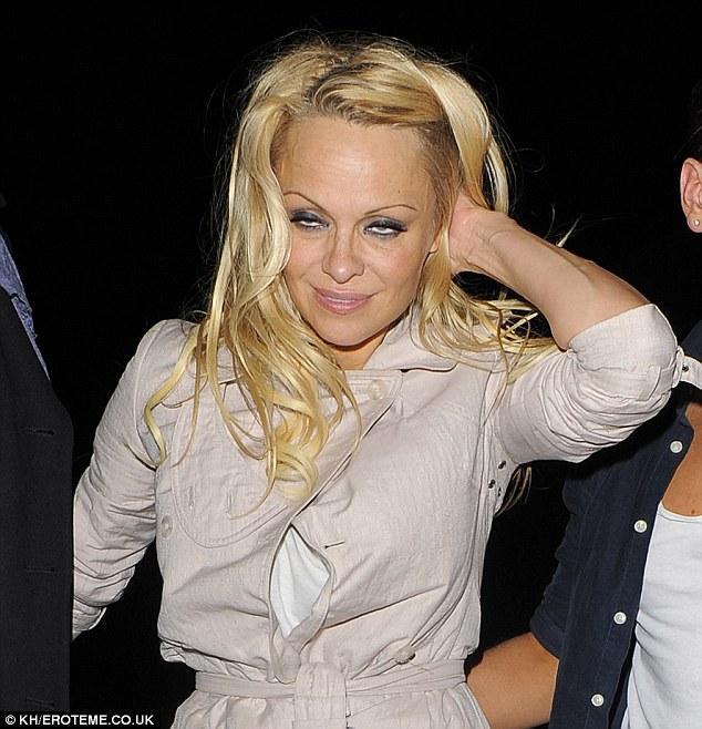 Autors: R1DZ1N1EKS Pamela Andersone galīgā autā.
