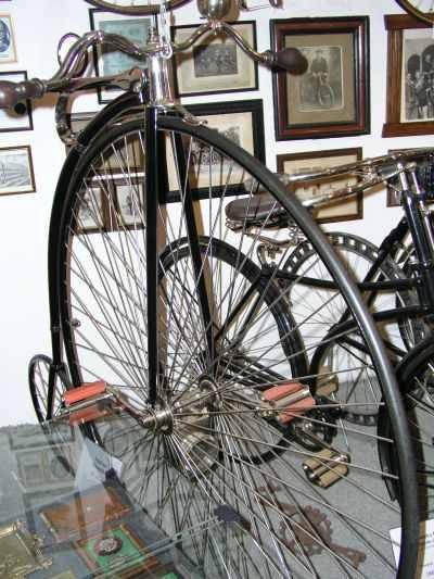 Augstāk redzamais velosipēds... Autors: Mahitoo Latvijas velosipēdu un automobiļu rūpnīca