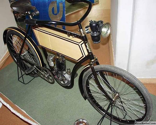 Motocikls quotRussiaquot no... Autors: Mahitoo Latvijas velosipēdu un automobiļu rūpnīca