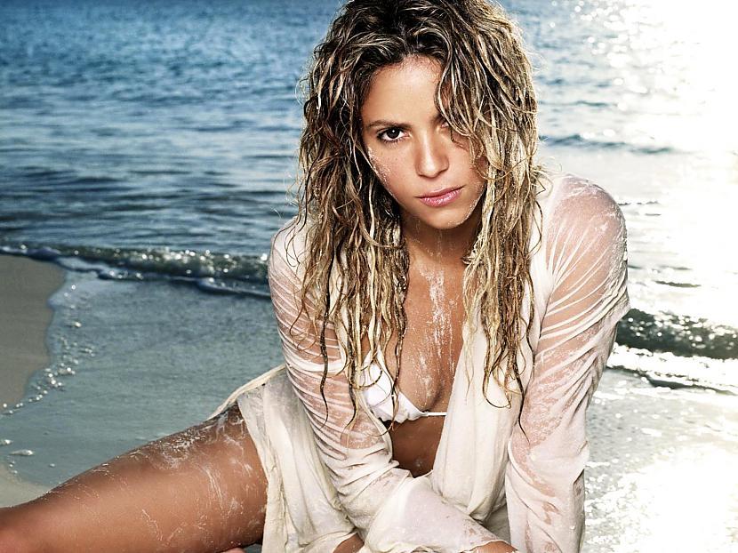 Devītā vieta Shakira Viņai ir... Autors: ivarssmaidins Top 10 twittera populārākie profili.