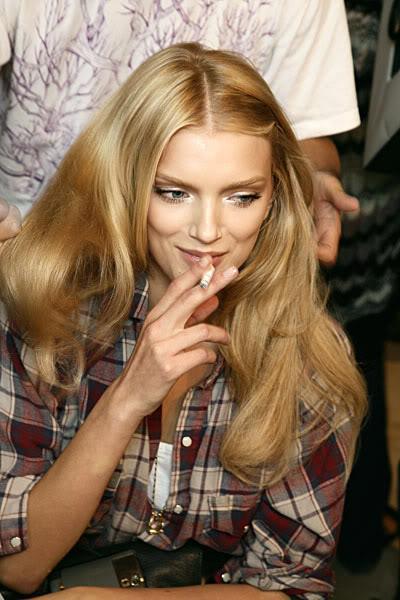 Lily Donaldson Autors: meancookie Modeles, kas smēķē
