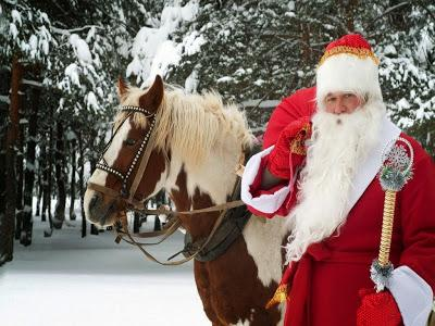 Scaronim radi pa visu pasauli... Autors: fAntAzyY Santa Klausi no dažādām vietām.
