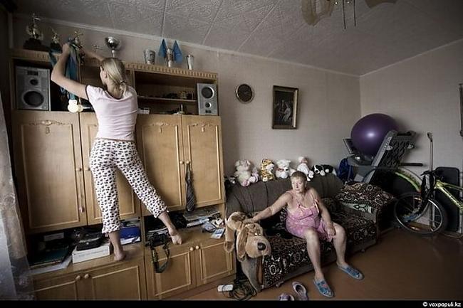Tatjanas vecāki ir izcilnieki... Autors: ORGAZMO Striptīza dejotājas ikdiena.