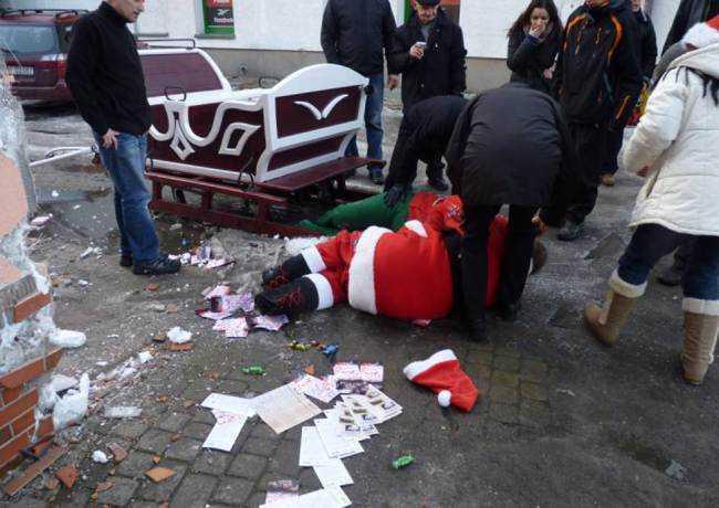 Ziemassvētku vecītis ir... Autors: Karalis Jānis Ziemassvētku vecīša nelāgā diena.