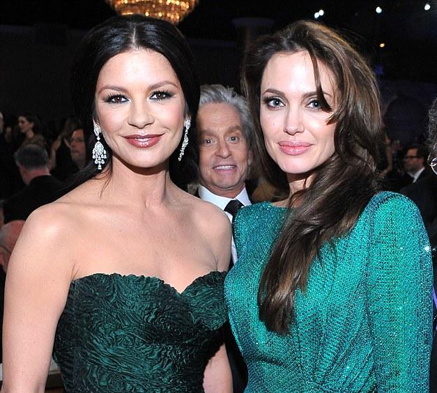 Kur divas skaistas sievietes... Autors: Moonwalker Slavenākās fotobombas 2013