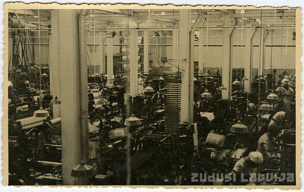 Darbinieki kādā ražotnē Autors: ieva5 Rīgas tekstilrūpniecības  vēsture