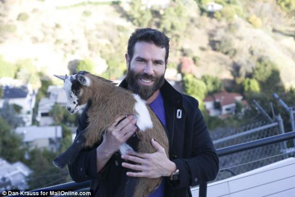Dan Bilzerian  profesionāls... Autors: GanjaGod Slavenības ar saviem eksotiskajiem dzīvniekiem