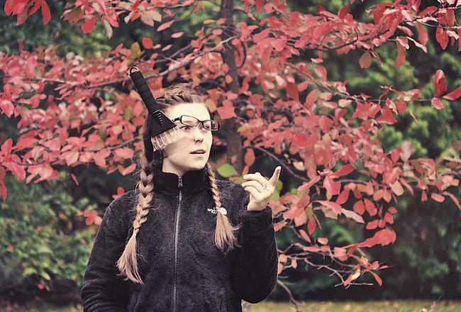Autors: Šamaniss Latviešu studente dabū ar zābaku pa galvu.