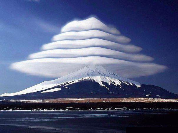 Neparastie mākoņi pie Fudži... Autors: Niknā mirāža Uzlabos omu 41