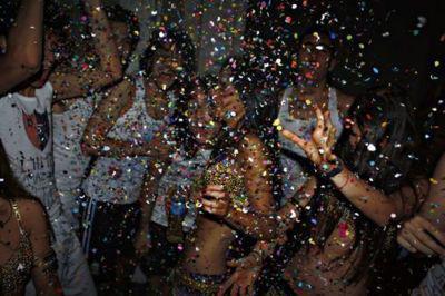 Autors: Fosilija Party feeling