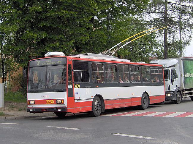 Scaronkoda 14TrR1990 gadu vidū... Autors: Fosilija Trolejbuss Škoda 14Tr