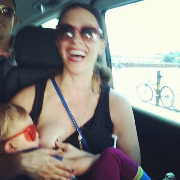Alanis Morissette Autors: lolypapgirl Slavenību māmiņas publiski barojot bērnus ar krūti