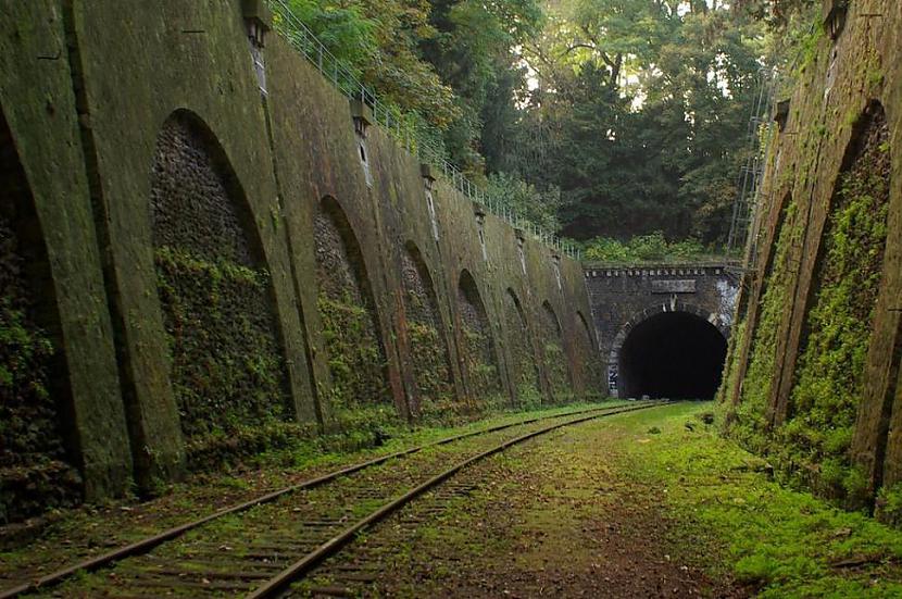 Pamests dzelzceļscaron Parīze... Autors: SinagogenBombardiren Pasaules interesantākās pamestās vietas