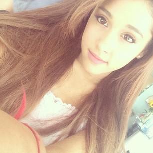 Ariana lieto kontaklēcas Autors: Slimiķe Ariana Grandee Faktiņi! :)