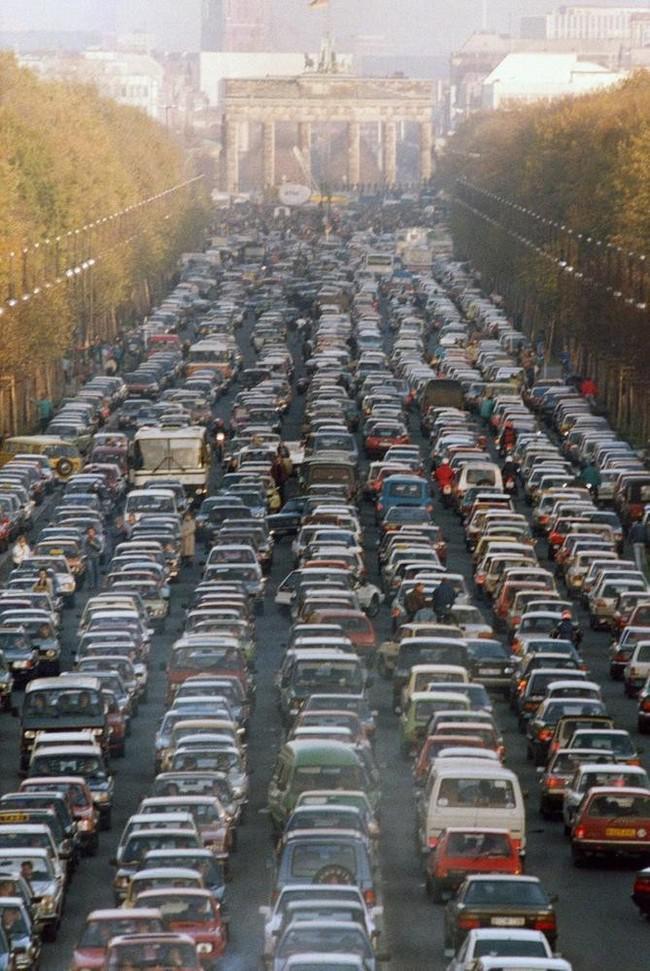 Sastrēgums pie Brandenburgas... Autors: kaķūns Pagātnes deva