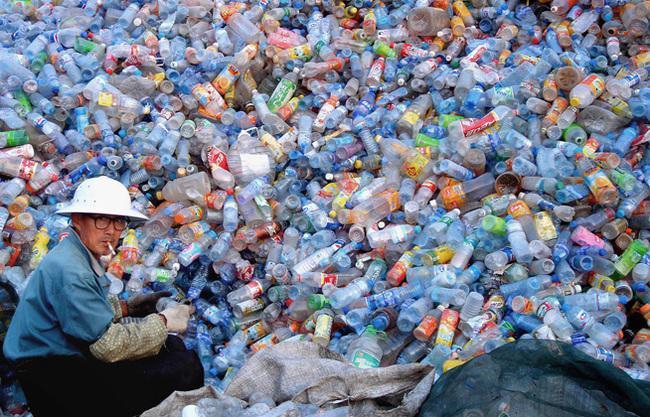 Vai zināji ka ik gadu... Autors: kaķūns Gaisma no plastmasas pudelēm un balinātāja
