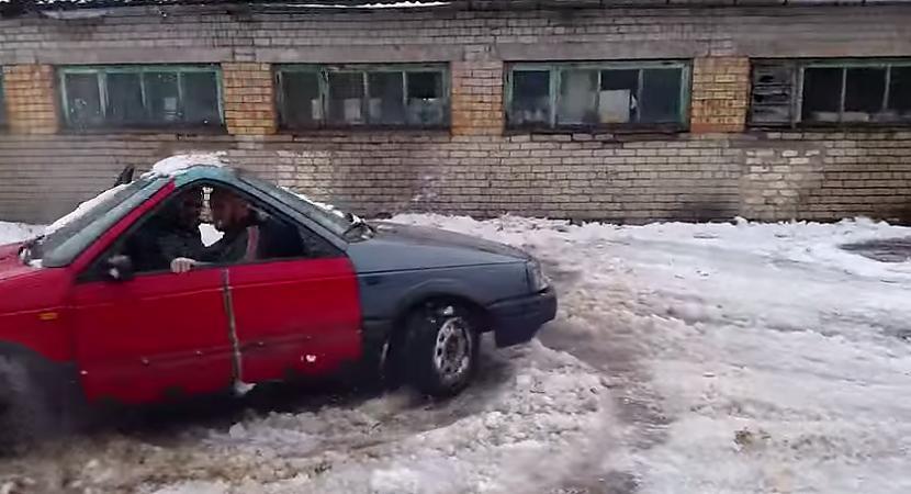 Autors: Fosilija Latvijā ir uzbūvēts VW pasats ar divām priekšām