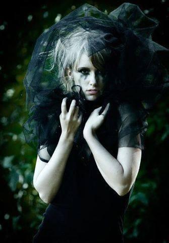 Autors: BrokenWings Melnā Atraitne 2