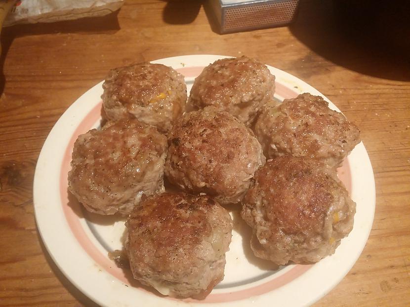 Te nu ir gala rezultāts... Autors: Fosilija Pildītās tītara gaļas bumbiņas siera-tomātu mērcē