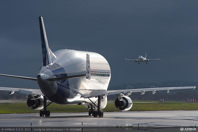 nbsp nbspJaunā lidmascaronīna... Autors: Mao Meow Airbus Beluga - lidmašīnu pasaules valis