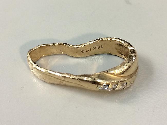 Vīrs atnesa zeltkalim gredzenu... Autors: Sātans Gredzena restaurācija pēc atkritumu utilizatora.