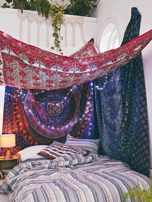 Es iet gulēt savā lupatu... Autors: BloodyRedVampire Φ♥Fancy Bedrooms♥Φ