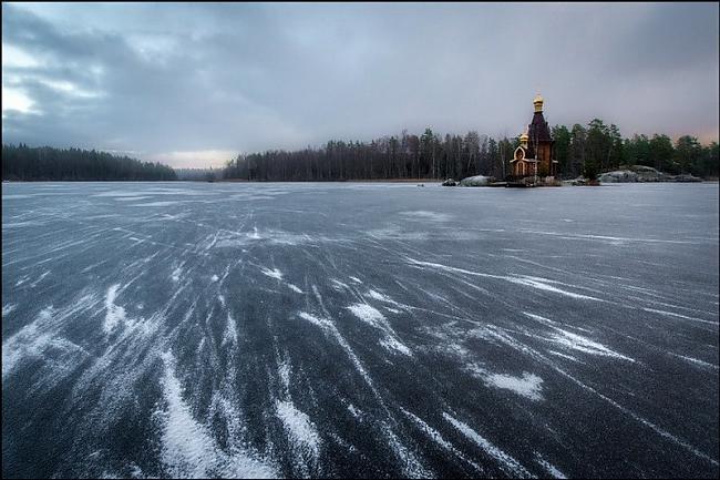 Scaronī vieta ir domāta lai... Autors: Sātans Brīnišķīga baznīca ,kas atrodas ezera vidū uz mazas saliņas.