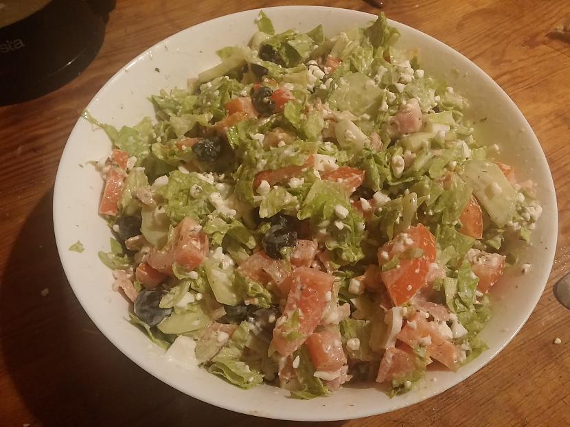 Visas sastāvdaļas sajaucam... Autors: Fosilija Mājas siera salāti ar bekonu
