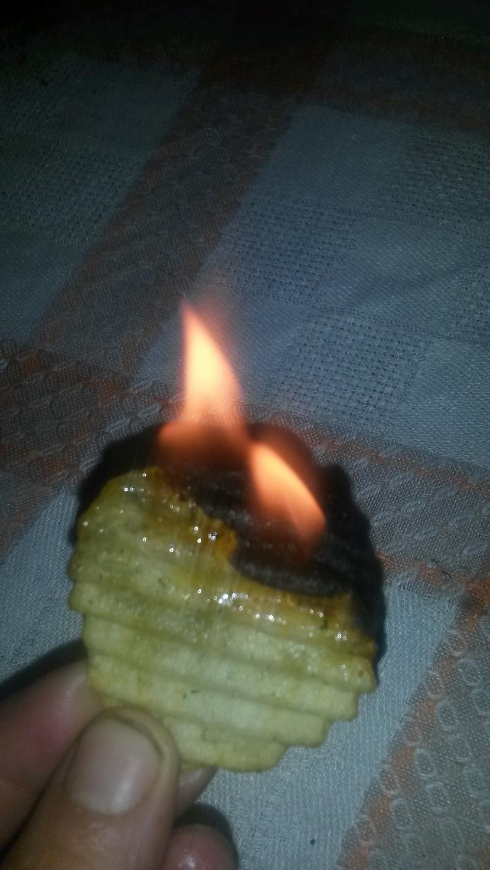 un degdeg Autors: rukšukskrienam Vai kartupeļu čipsi deg?