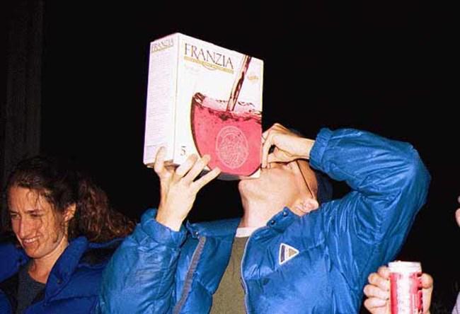 Kāpēc pie velna būtu jāmaksā... Autors: Trakais Jēgers Stilīgi ir brīvdienās palikt mājās, nevis piedzerties klubiņā