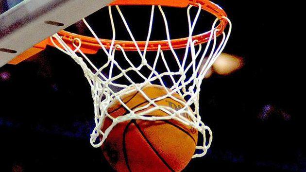 Autors: Traxes Pundurcilvēki spēlē basketbolu.
