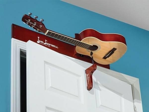 Dzirdi ģitāras skaņas katru... Autors: riekstkodis.lv 15 nevajadzīgas lietas, kuras tev noteikti vajadzēs