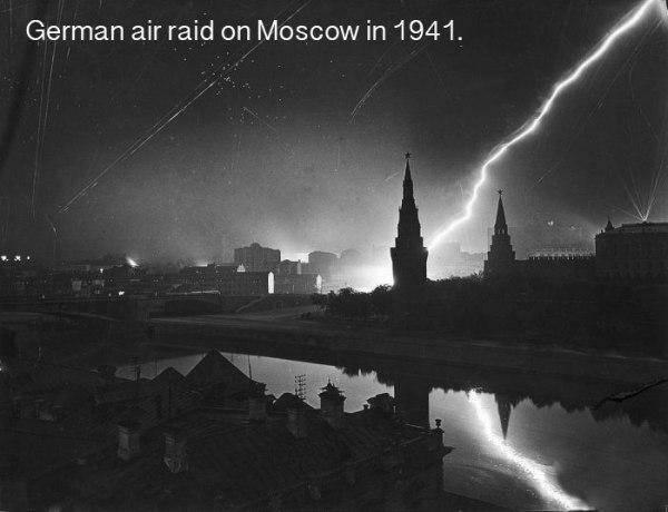 Vācu gaisa spēku uzlidojums... Autors: twist 18 vēsturiskas bildes, par kurām pasaule gandrīz ir aizmirsusi.