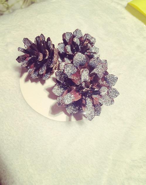 Uzbirdini virsū spīdumiņus Var... Autors: Fosilija Ziemassvētku dekors DIY