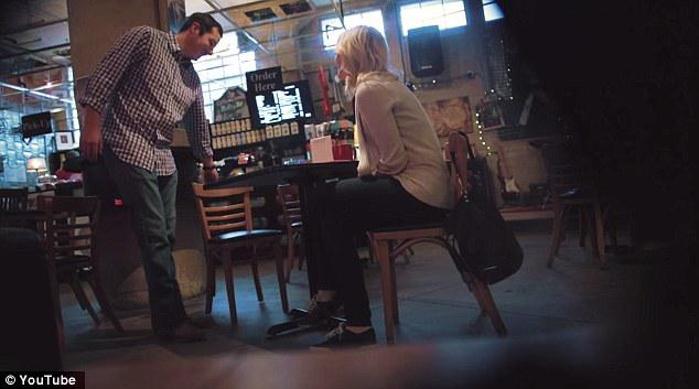 Kā pirmā lieta kas puiscaronus... Autors: Mao Meow Blondīne pie stūres. Skaties, ar ko tas beigsies!