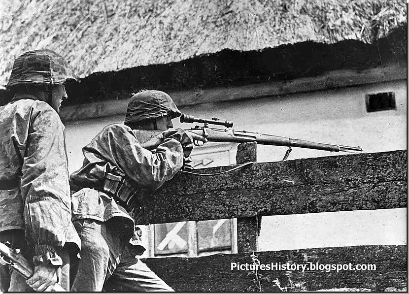 Waffen SS kareivis tēmē uz... Autors: DamnRiga Retas vēsturiskas fotogrāfijas. Pirmā daļa.