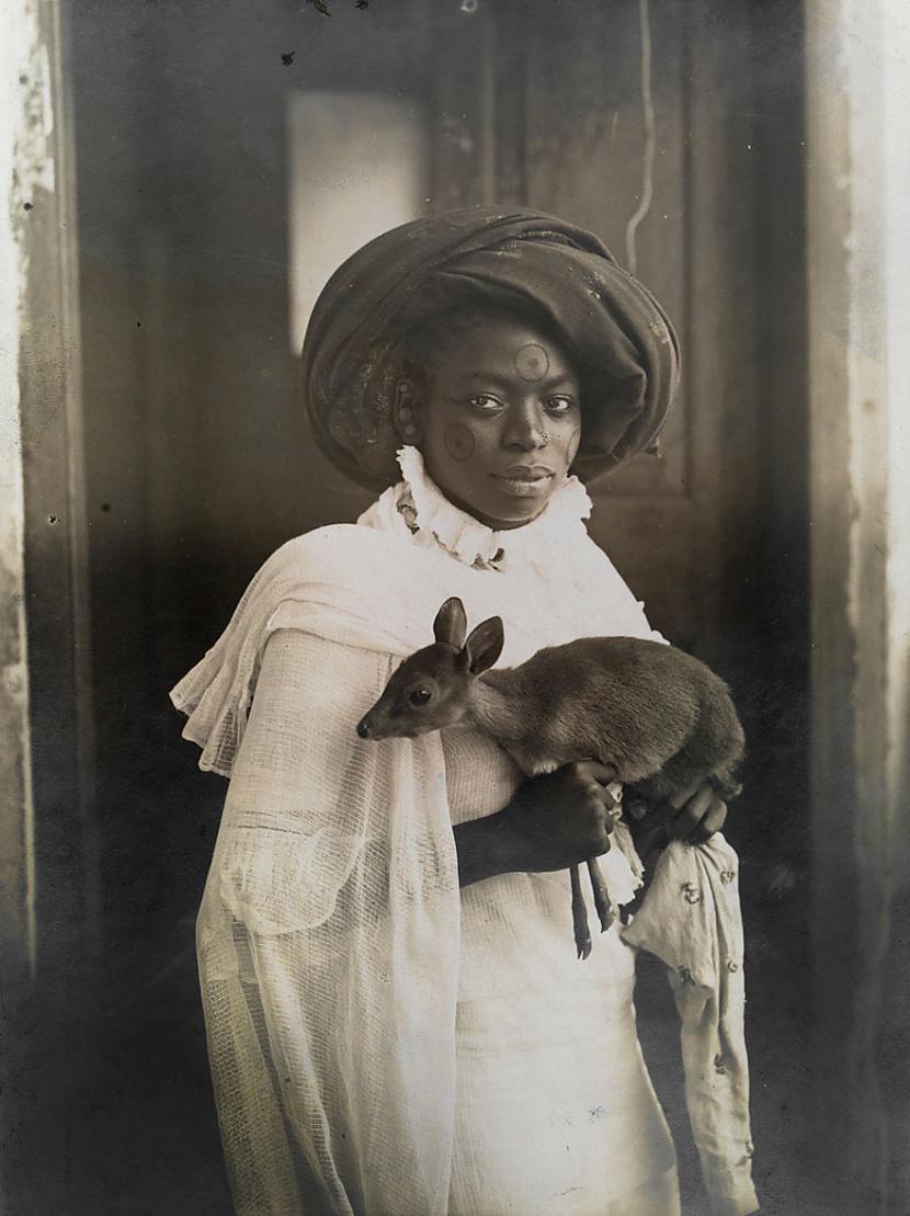 Jauna Kenijas sieviete ar... Autors: me guusta 16 agrāk nepublicēti foto no National Geographic arhīviem,kas aizraus elpu!