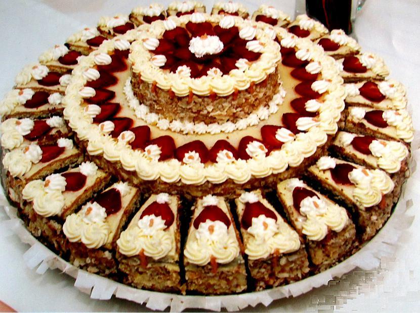 Jubilejas torte ar zemenēm un... Autors: rasiks Dzimšanas dienai (2)