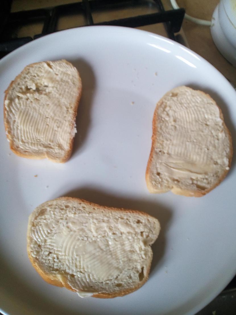 No sākuma uzsmērē sviestu vai... Autors: Fosilija Siera gardumi