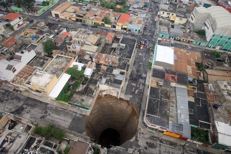 Gvatemalas karsta kritene... Autors: Testu vecis Mazāk redzēti foto, kas šokēja pasauli (3)